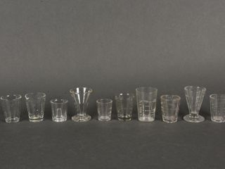 lOT OF 10 SMAll GlASS MEASURERS