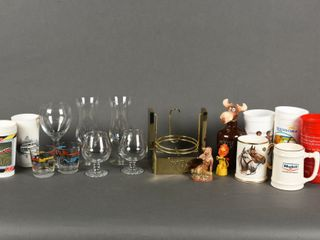 GROUPING OF GlASS   PlASTIC COllECTIBlES