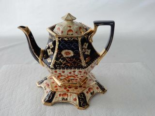 VINTAGE ORNATE TEA POT  TRAY