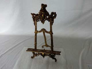 VINTAGE ORNATE WHITE METAl PICTURE STAND