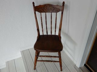 VINTAGE KING   QUEEN PRESSED BACK CHAIR