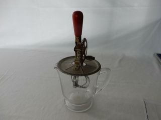VINTAGE 4 CUP MEASURER WITH BEATER