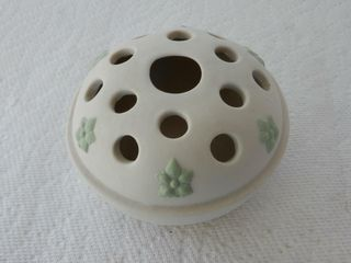 CANADIAN ART POTTERY COVERED SOAP DISH