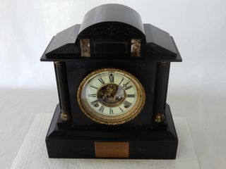 1902 MARBlE MANTlE ClOCK