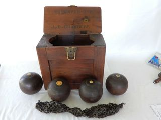VINTAGE SET OF 4 BOWlING BAllS   WAlNUT BOX