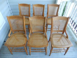 GROUPING OF 6 WICKER CHAIRS   SEATS