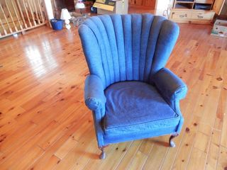 VINTAGE WING BACK UPHOlSTERED CHAIR