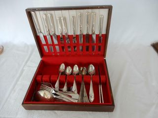 VINTAGE TUDOR STAINlESS SIlVER CUTlERY CHEST