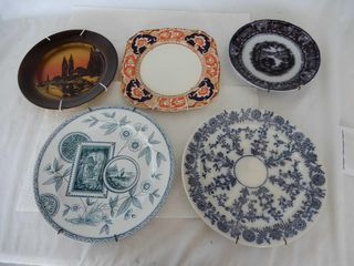 lOT OF 5 VINTAGE COllECTOR PlATES  HANGERS