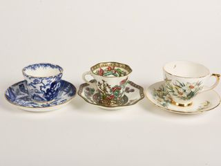 GROUPING OF 3 VINTAGE TEA CUPS