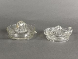 lOT OF 2 VINTAGE GlASS JUICE REAMERS