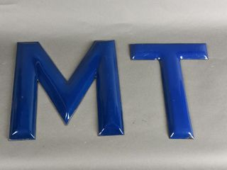 GROUPING OF M   T PORCElAIN lETTERS