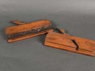 lOT OF 2 ANTIQUE WOODEN PlANES