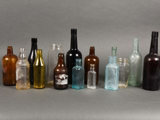 GROUPING OF 15 VINTAGE COllECTOR BOTTlES   JARS
