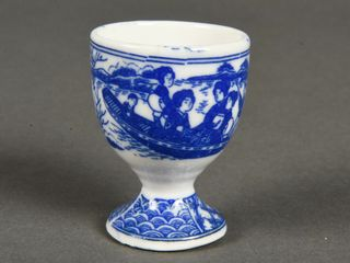VINTAGE DElFT STYlE EGG CUP