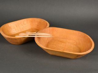 lOT OF 2 WOODEN OVAl BOWlS   UTENSIlS   NEWER