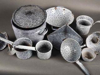 lARGE GROUPING OF GRANITEWEAR BOWlS POTS   PANS