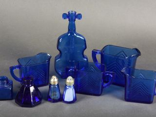 GROUPING OF COBAlT BlUE COllECTIBlES