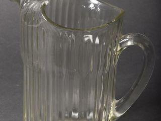 VINTAGE GlASS PATTERN WATER PITCHER   ICE lIP