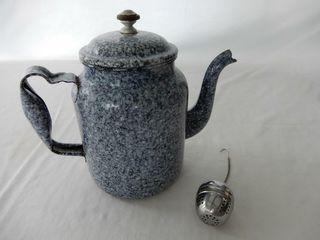 VINTAGE GRANITEWARE TEA POT  TEA BAll