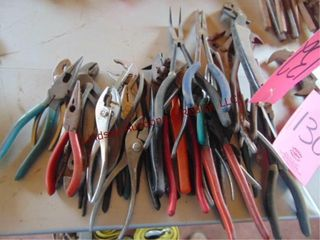 1 lot of pliers