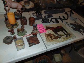 1 lot of horse decor