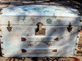 Beautifully Painted Antique Trunk 28  wide x 17  Tall x 14  Deep