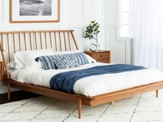 Queen Size Carson Carrington Blaney Solid Pine Wood Spindle Bed   Retail 363 99