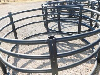 Round hay bale poly feeder  good condition