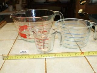 Pyrex Mixing and Measuring Bowls  Clear