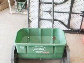 Scott s AccuGreen 3000 Fertilizer Spreader