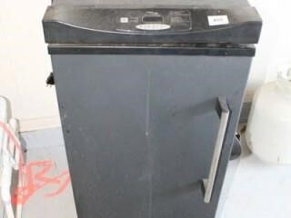 Masterbuilt 30  Electric Outdoor Smoker w  cover