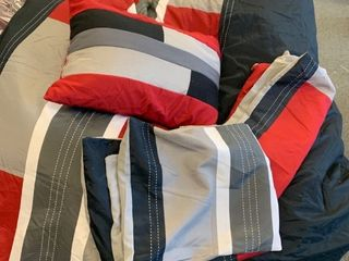 Full Queen Comforter Set   complete with decorative pillow and 2 pillow cases