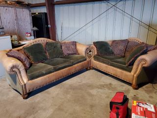 International Furniture  Matching loveseat and Couch