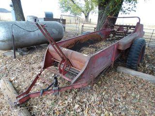 Pull behind manure spreader