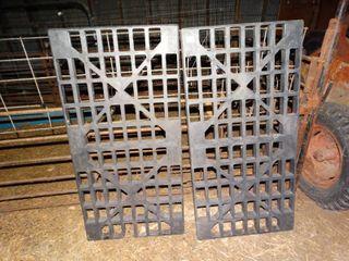2 plastic dunnage racks