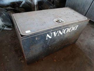 Doonan metal box w  handle