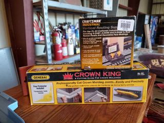 Craftsman Vertical Routing Support and Crown King Molding Guide
