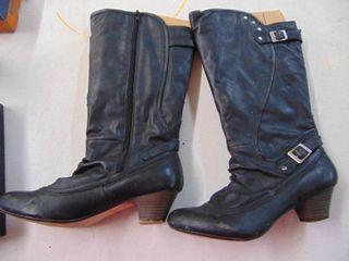Size 7 1 2 black boots
