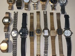 lot of 17 Mens Watches location Bar