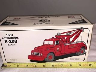 Phillips 66 1 34 Scale Die Cast 1957 International R 200 Tow Truck location Spare