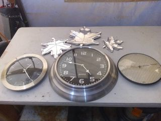 lot Of 3 Clocks And 3 Aluminum Home Decor leaves