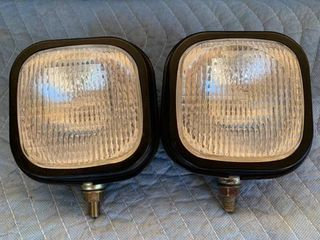 Pair of CATERPIllAR 5I8250 Flood lamps location Front Storage