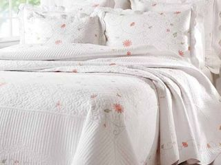 Petals King Quilt  2 Pillow Shams Included  Retail 79 95