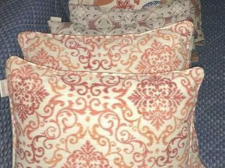 8  Accent Pillows   2ft Square Cushion