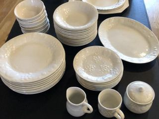 40 Piece Gibson Dinnerware Set