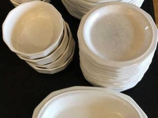32 Piece Pfaltzgraff Dinnerware Set
