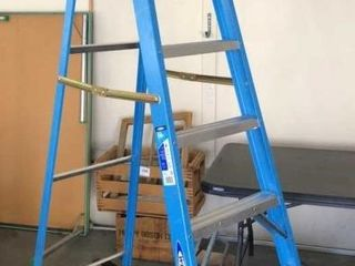 like New 8IJ Werner Fiberglass ladder