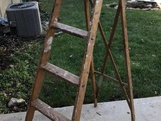 6IJ Painting ladder
