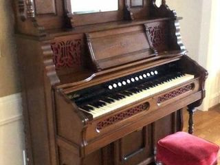 J  Peterson   Co Pump Organ
